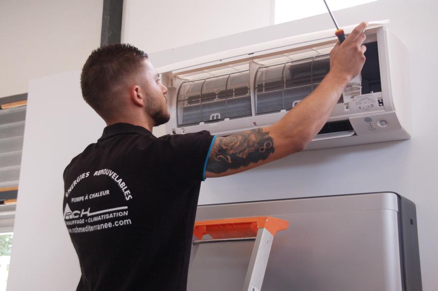 Expert RCH Méditerranée en maintenance d'une climatisation